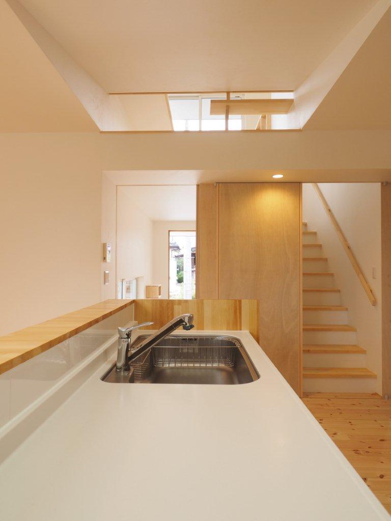 キッチンから2階を望む