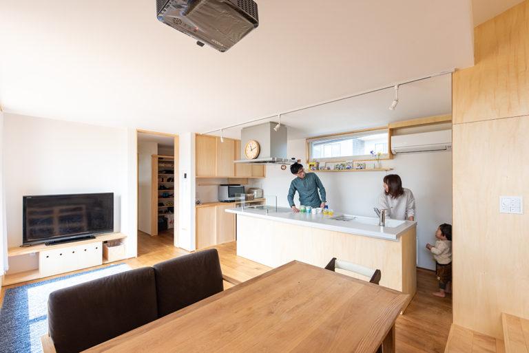 料理も遊びも仕事までも、すべてを一つの空間で