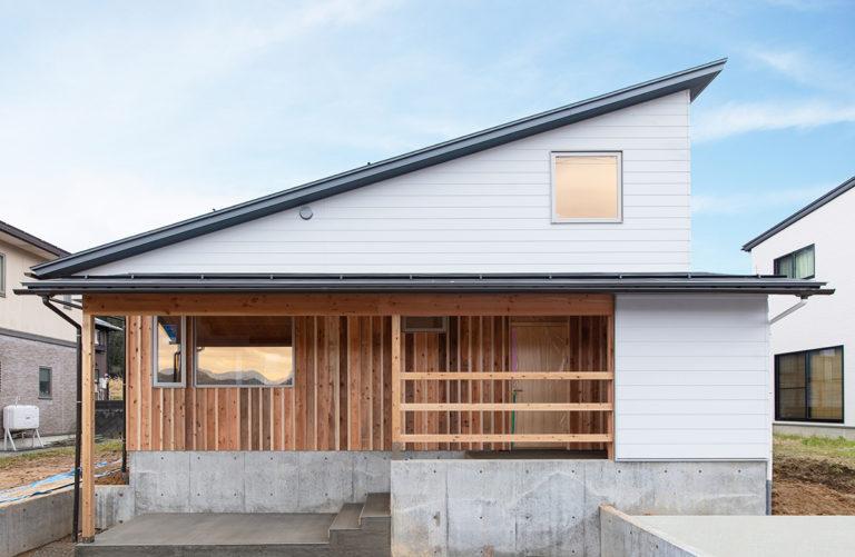 1階だけで暮らしが完結する、多雪地域に立つ28坪の住まい